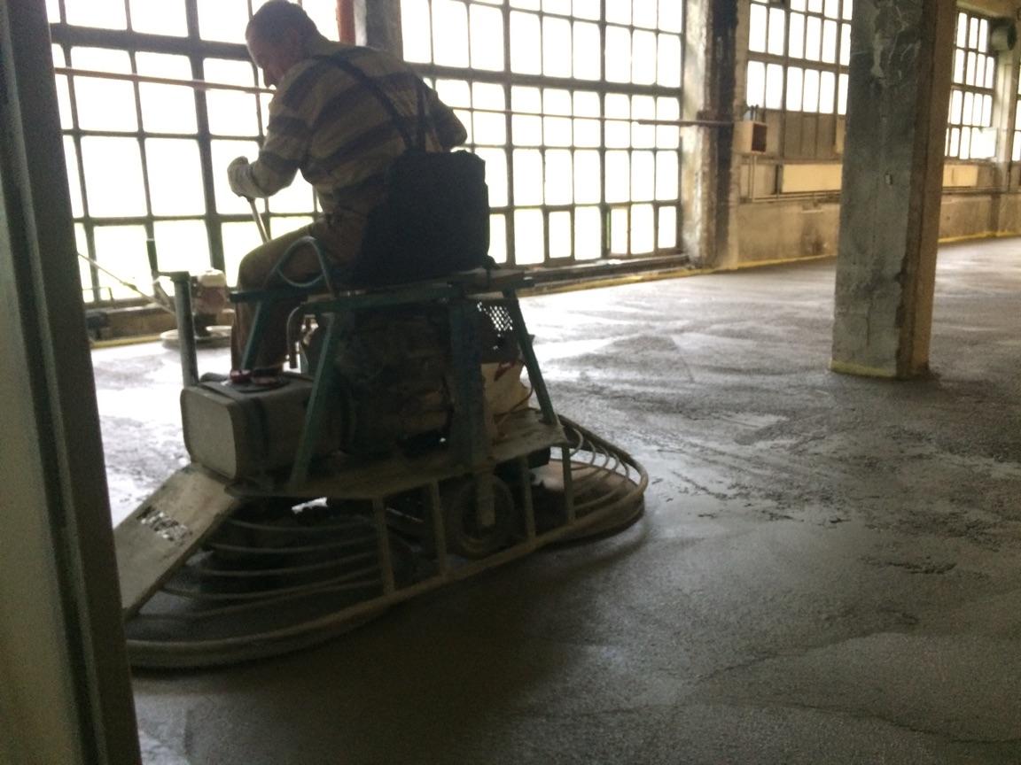 strojno zaglajeni betonski tlaki