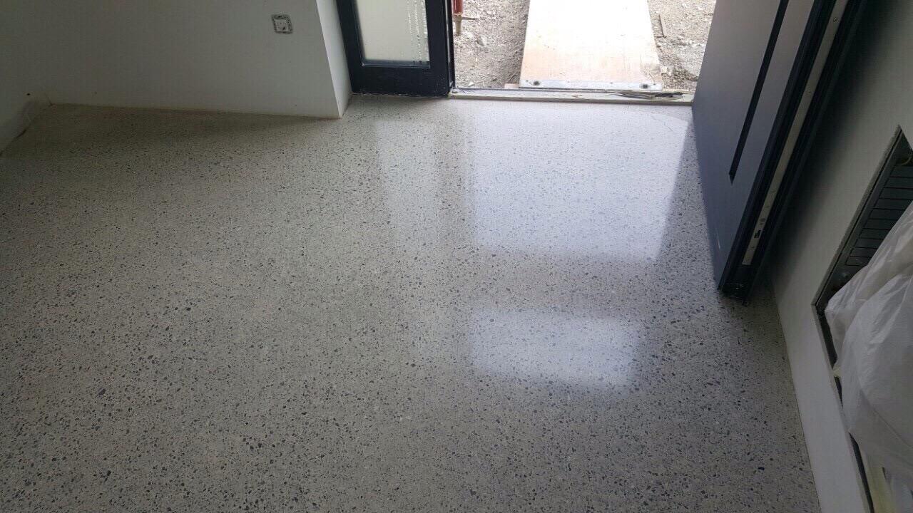 bel dekorativni poliran beton