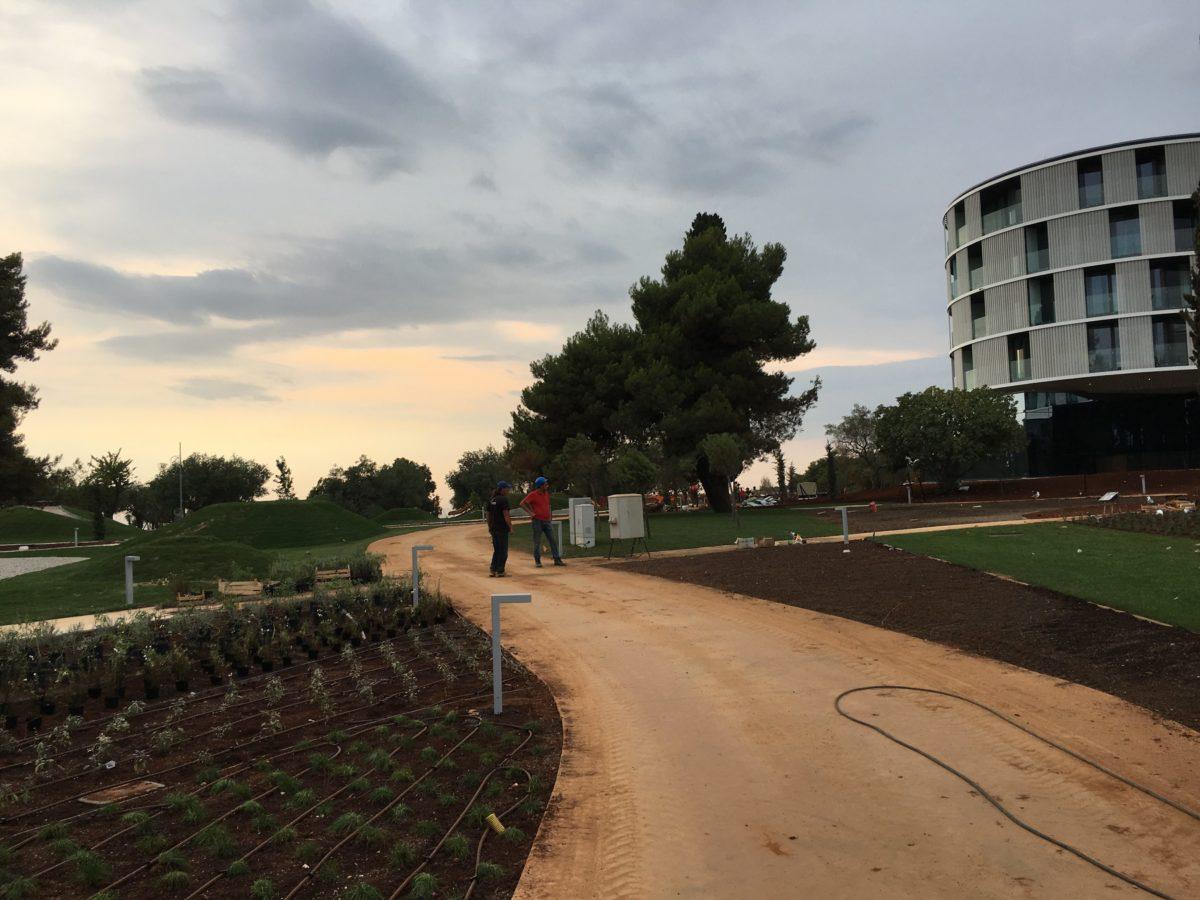 brušen beton na pohodnih poteh hotela