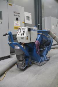Peskanje betonske podlage pred izvedbo samorazlivnega epoksi tlaka