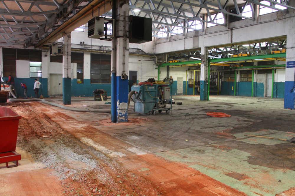 sanacija industrijskih tlakov - priprava tlaka epoksi premaz