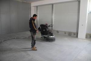 Sanacija dotrajanega epoksi tlaka – brušenje betona
